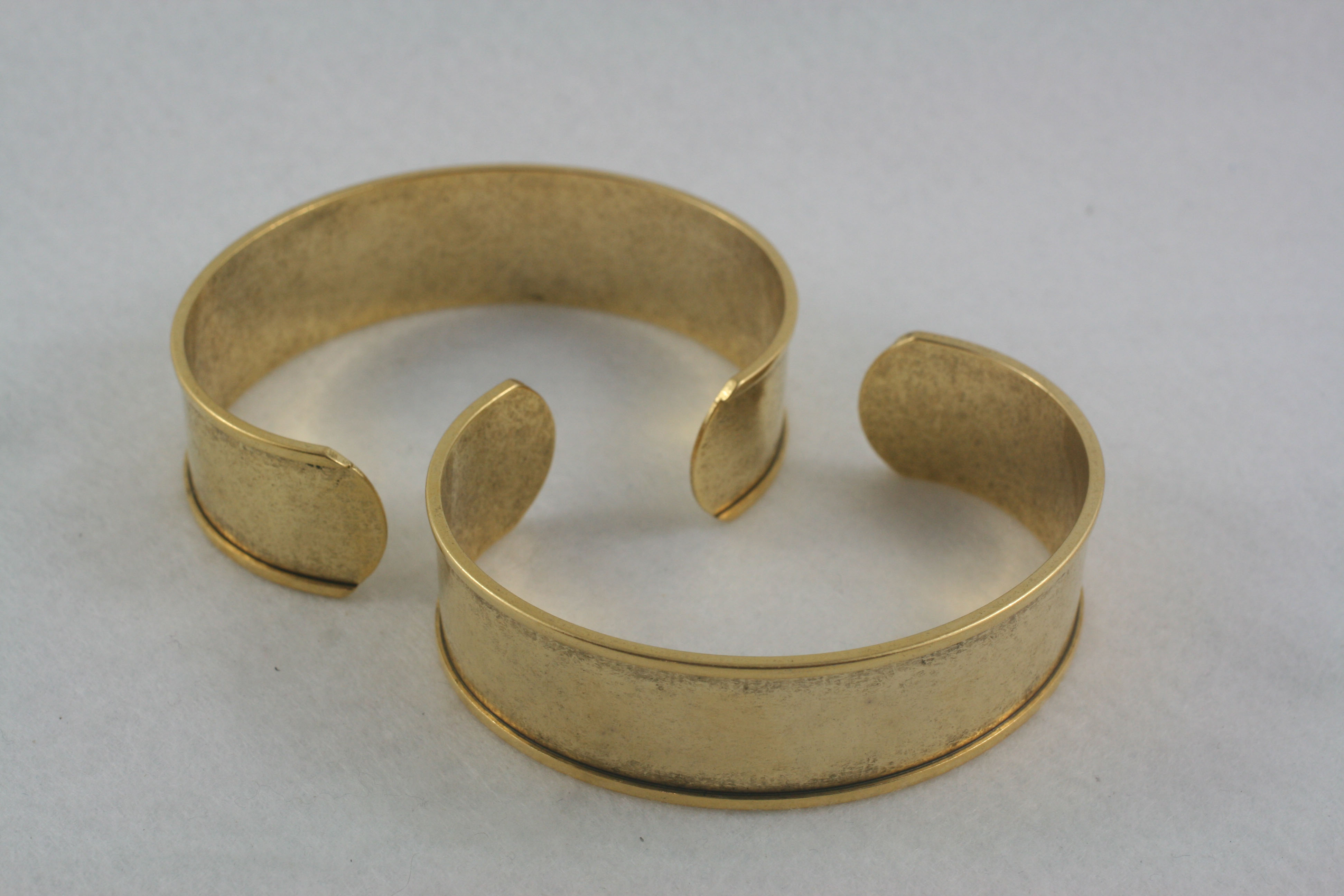 Channel Cuff antique gold
